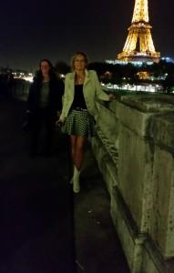 Geweldige foto onder de Eiffeltoren. Je snapt zeker wel dat ik er in ieder geval naar terug moet!! hahaha